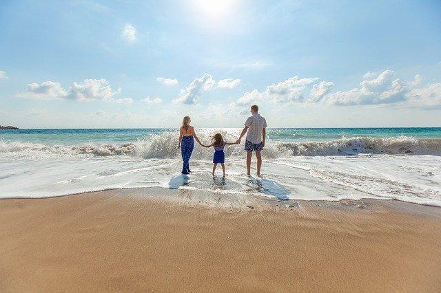 rodina na pláži.jpg