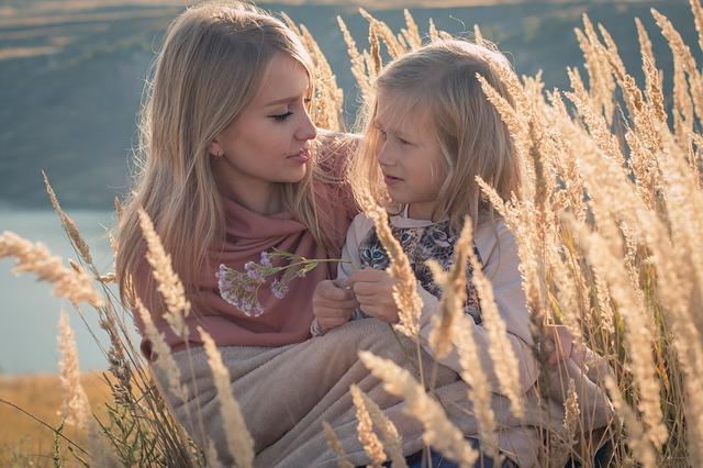 máma a dcera na poli.jpg