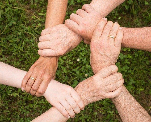 šest rukou