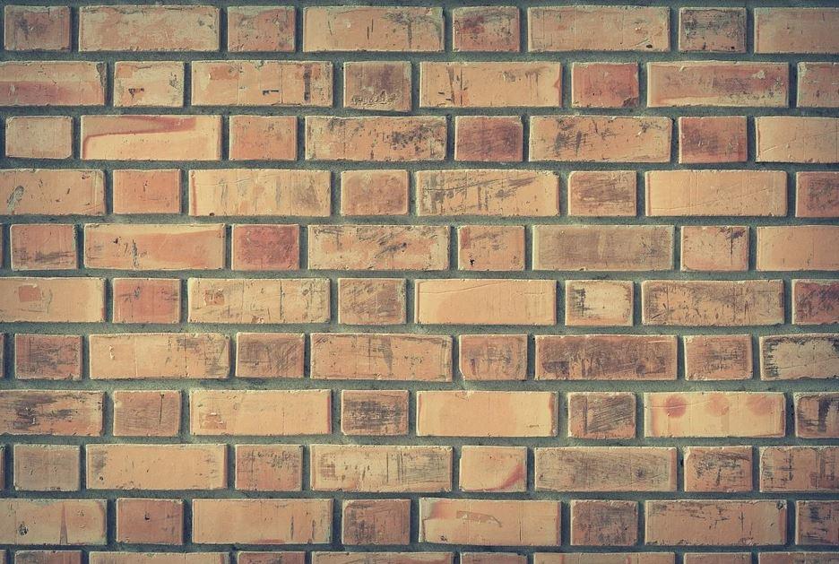 zeď z cihel